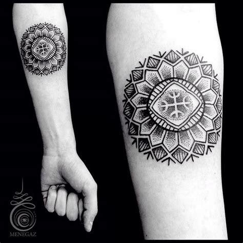 tattoo mandala pontilhismo fant 225 sticas mandalas e desenhos sagrados em pontilhismo