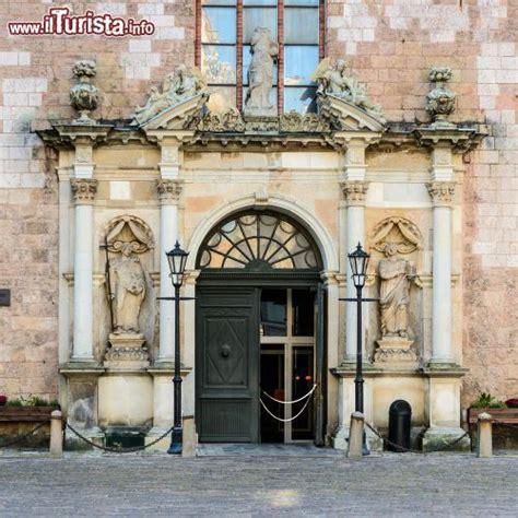 san pietro ingresso ingresso della chiesa luterana di san pietro foto