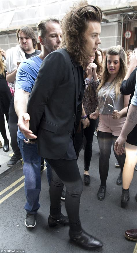 how old is harry styles in 2015 black satino s blog one direction star harry styles