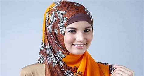 Cara Pakai Jilbab Segi Empat Simple cara pakai jilbab segi empat yang simple maslatip