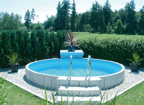 kleine pools für den garten kleiner pool f 252 r garten kunstrasen garten