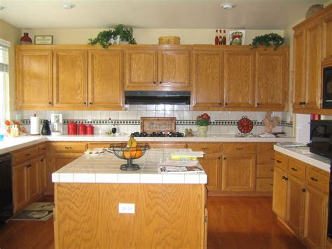 kitchen backsplash with oak cabinets brown kitchen designs with oak cabinets on beadboard