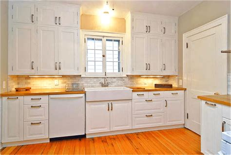 Kitchen Cabinets With Knobs What Type Of Cabinets Door Knobs Do You Prefer