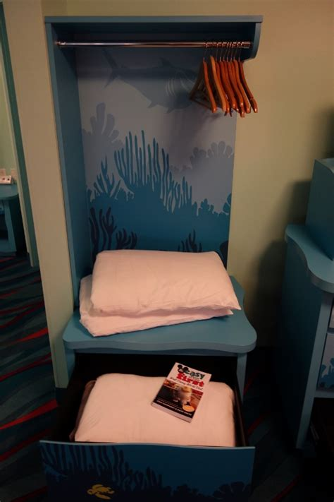 photo tour of a finding nemo family suite at disney s art photo tour of a finding nemo family suite at disney s art