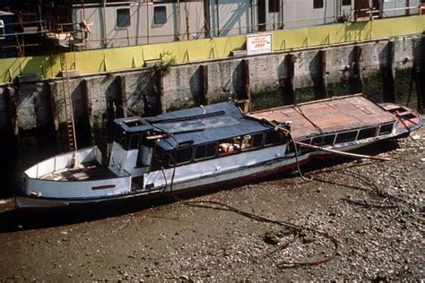 thames river boat sank 1989 families of victims in river thames marchioness pleasure