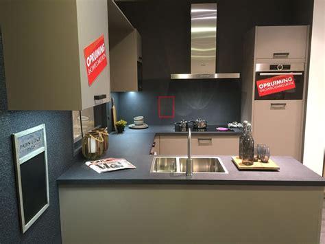 duitse hoekkeuken showroomkeukens alle showroomkeuken aanbiedingen uit