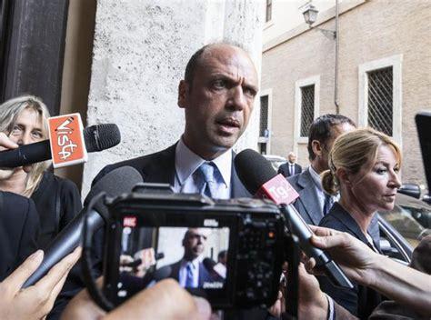 alfano ministro dell interno i politici e la rete delle tangenti 24 arresti a roma l