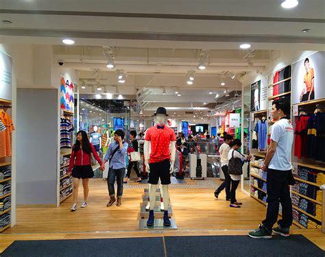 uniqlo store hong kong hk causeway bay flag hong kong hustle