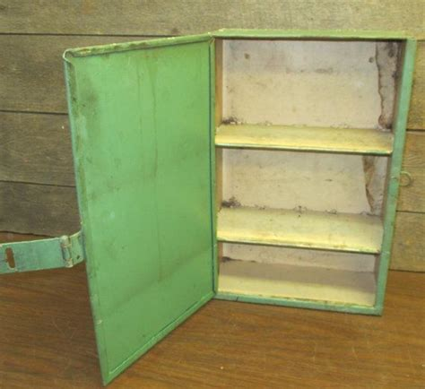 vintage wall mounted medicine cabinet 1000 ideas about vintage medicine cabinets on
