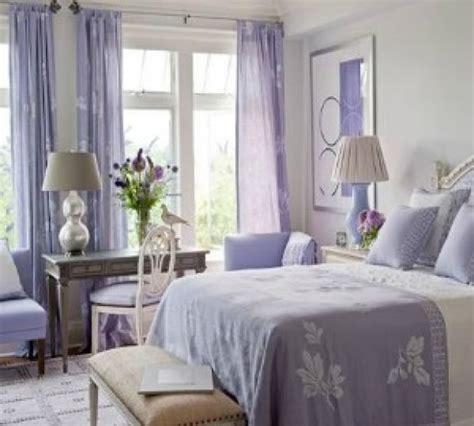 tende lilla glicine pulizie di primavera cambio stagione stanza da letto