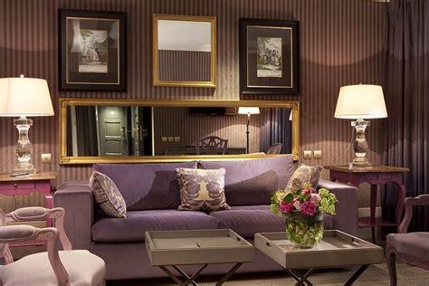 striped living room walls 10 modern living room interior design ideas with striped walls https interioridea net