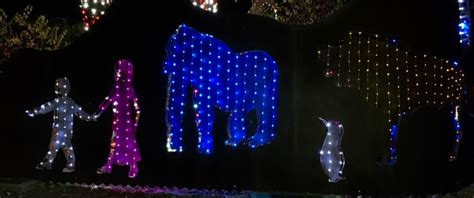Ring In The Holidays With La Zoo Lights Socal Field Trips Zoo Lights Reviews