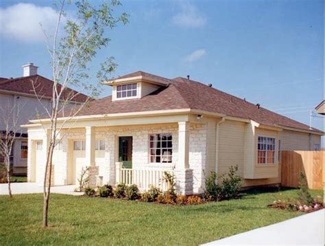 One Story Houses by Small Luxury Homes Starter House Plans