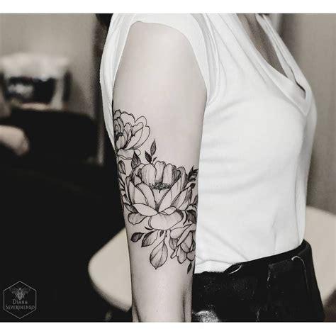 flower tattoo on arm ver esta foto do instagram de dianaseverinenko 2 925