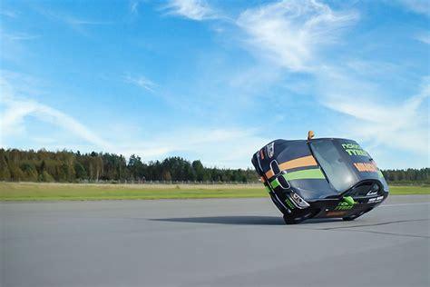 Schnellstes Auto Weltrekord by Neuer Guinness Weltrekord Das Schnellste Auto Auf Zwei