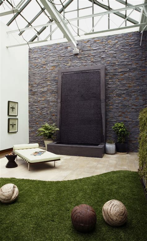 49 Amazing Outdoor Water Walls For Your Backyard Digsdigs Backyard Feature Wall Ideas