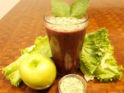 Http Www Prevention Food 25 Delectable Detox Smoothies by 3 Green Smoothie Detox Recipes Daily Magazine