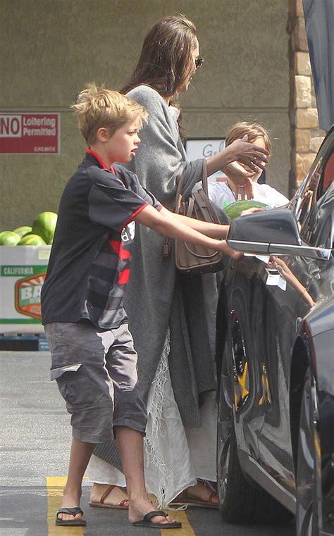 Joile In July 07 by 187 ブラッド ピット アンジェリーナ ジョリー夫妻 子供たちと買い物へ 海外セレブ セレブキッズの最新画像