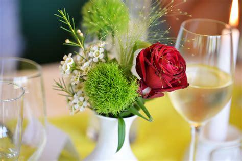 gambar daun bunga mawar makan merah pernikahan