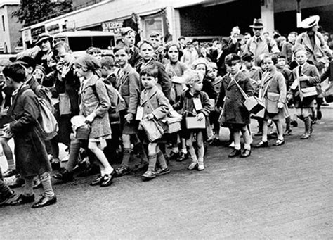 1000 images about worldwar2 evacuees 1000 images about evacuation on buses children reading and british