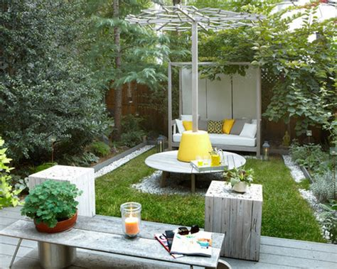 Backyard Cheap Ideas Simple Landscape Design For Inexpensive Small Backyard Ideas With Wooden Coffee Table Lestnic