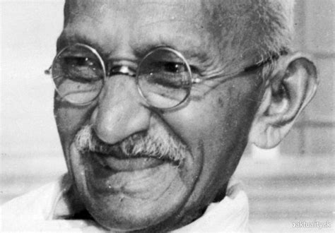 biography of mahatma gandhi from birth to death who gandhi was and what he did to change history