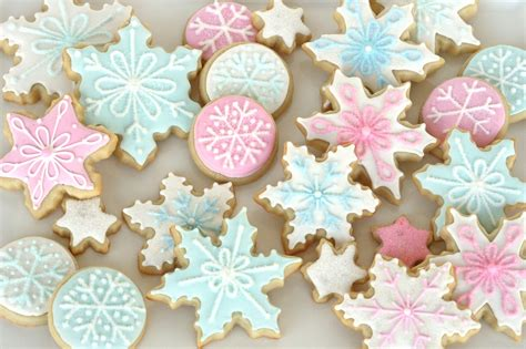 pastel pink and blue christmas cookies galore quecasita