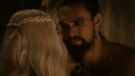 khaleesi bathtub scene khal drogo and daenerys targaryen on pinterest