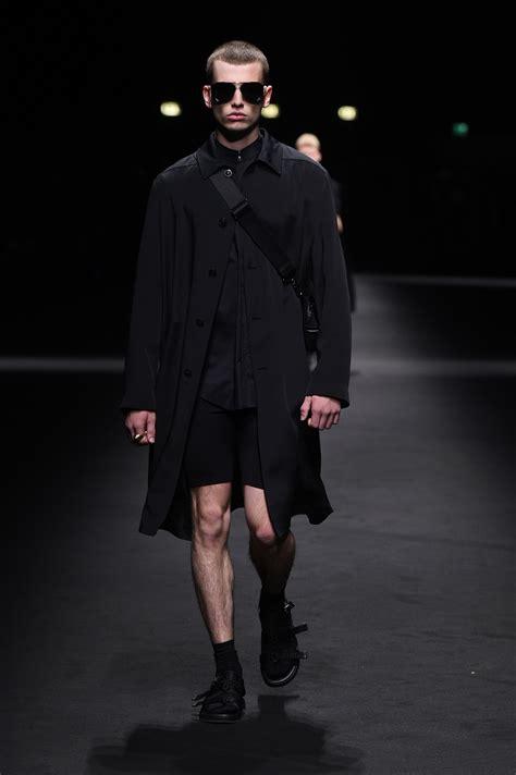 Longdres Versace londres versace ver 227 o 2017 moda sem censura