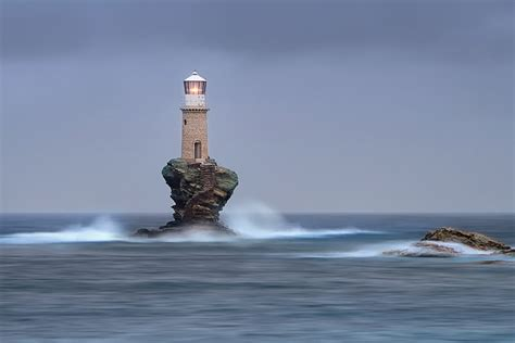 28 breathtaking photos of lighthouses that have stood the