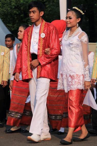 Baju Adat Maluku Modern warna warni budaya dalam karnaval nusantara hut ke 68 ri indonesiakaya eksplorasi budaya