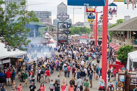 milwaukee lights festival 2017 festivals in milwaukee wi 2018 2019 milwaukee festivals