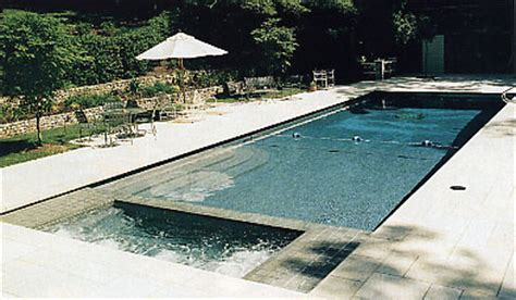 how many gallons of water are in pool
