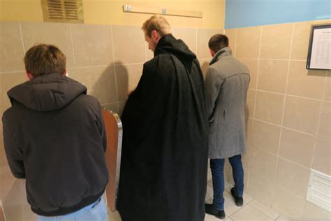 this jedi cloak protects guys to urinate in