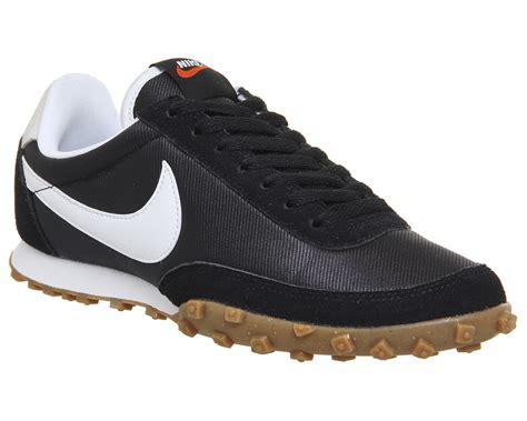 Sepatu Sport Nike Waffle Trainer Black White nike waffle racer black white unisex sports
