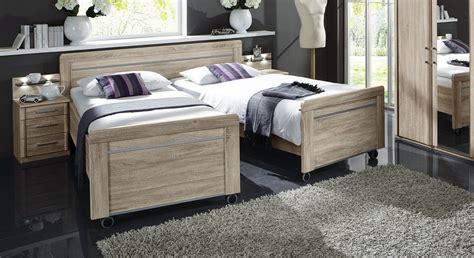 hohes bettgestell komfortabel hohes senioren doppelbett auf rollen runcorn