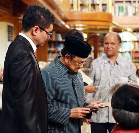 biography b j habibie ananda sukarlan dan 80 tahun mantan presiden ri b j