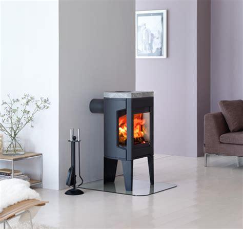 small cast iron wood stove by jotul modern f 163