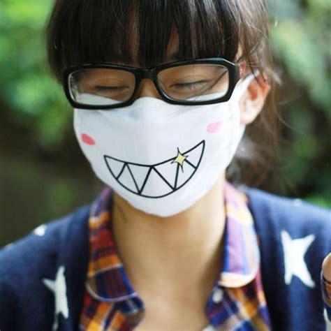 Masker Emoji Lucu Anti Polusi Udara 17 sarung tangan dan masker lucu untuk naik motor jerawat dan kulit belang jauh deh