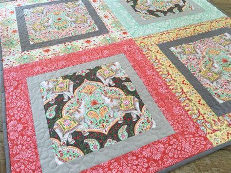 big print baby quilt free quilt pattern