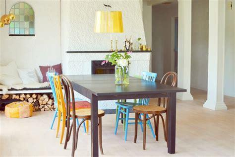 combina sillas de diferentes estilos   comedor original