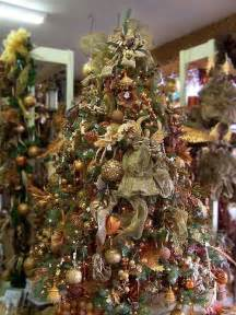 This pre decorated artificial pre lit christmas tree features many