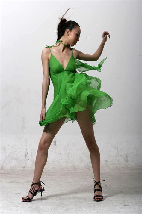 Dress Model file model in green dress 2 jpg wikimedia commons