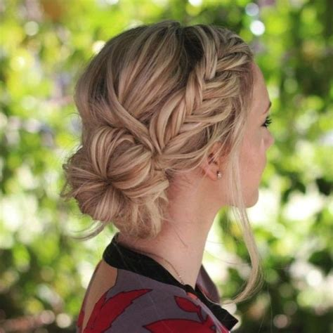 Wedding Hairstyles Side Bridesmaid by Best 25 Side Buns Ideas On Side Bun Updo