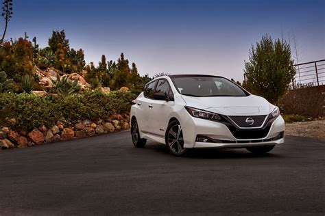 2018 nissan leaf images 2018 nissan leaf revealed with underwhelming specs and