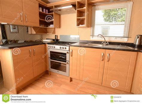 poign馥 de cuisine design de cuisine moderne extension maison bois cuisine ouverte