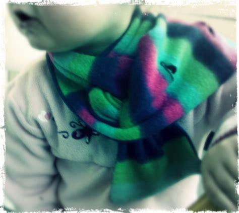 Kiddo Flat 13 the stay put scarf a kiddo diy by confessions of a refashionista