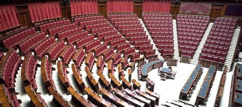 stipendi dipendenti e senato aumentano gli stipendi in parlamento maggioranza prepara