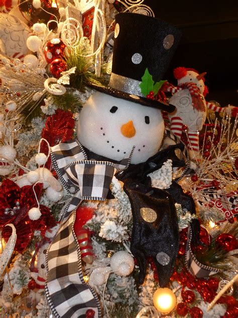christmas tree decorated with snowmen decor show me decorating