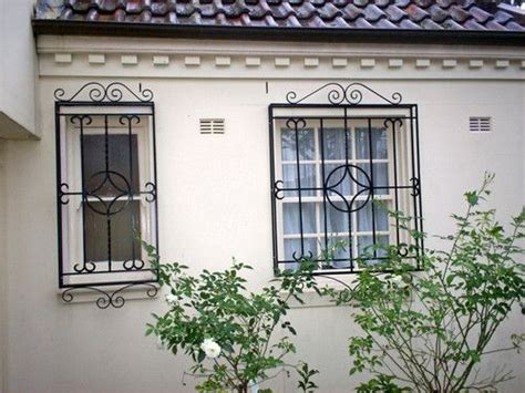 Grille Protection Cheminée 247 by Best 25 Window Protection Ideas On Cool